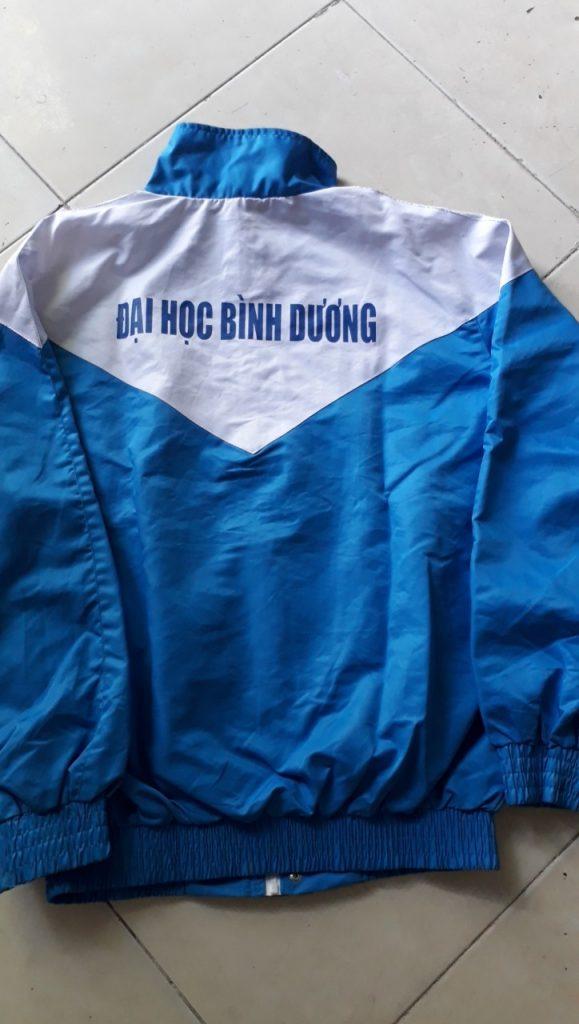 Trường học vùng lạnh sẽ cần bổ sung áo khoác đồng phục cho học sinh