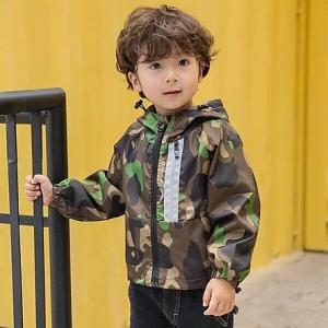 Ưu tiên chọn lựa áo khoác có chất liệu an toàn cho làn da trẻ nhỏ